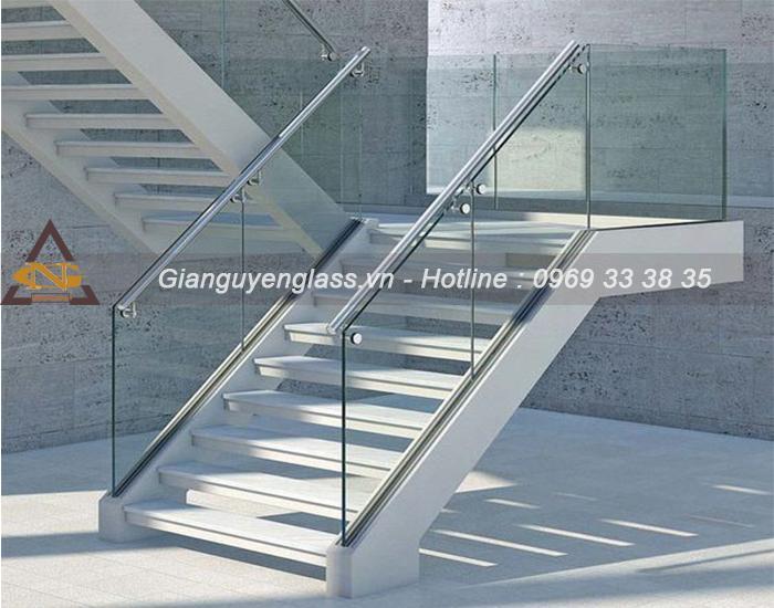 Cầu thang kính âm sàn đẹp