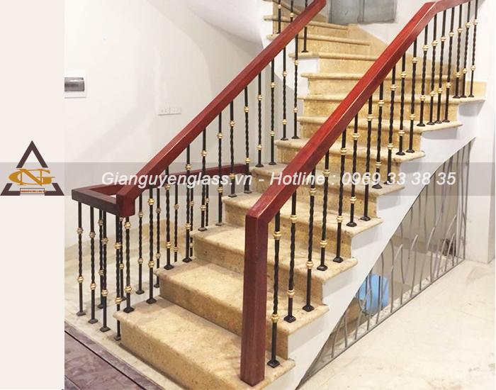 Mẫu cầu thang sắt nghệ thuật quả dọ xoắn tròn
