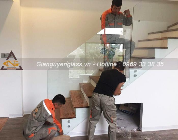 Đơn vị Gia Nguyễn Glass thi công cầu thang kính uy tín, chuyên nghiệp