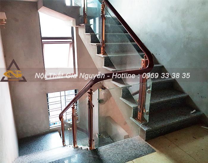 101 mẫu cầu thang kính chân nhôm đẹp giá rẻ cùng bảng giá chi tiết