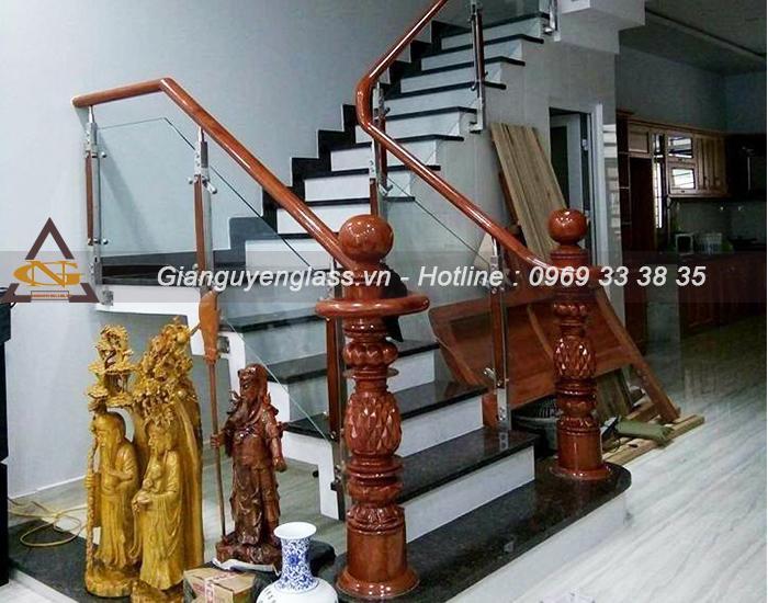 Đơn vị thi công cầu thang kính uy tín giá rẻ tại Hà Nội