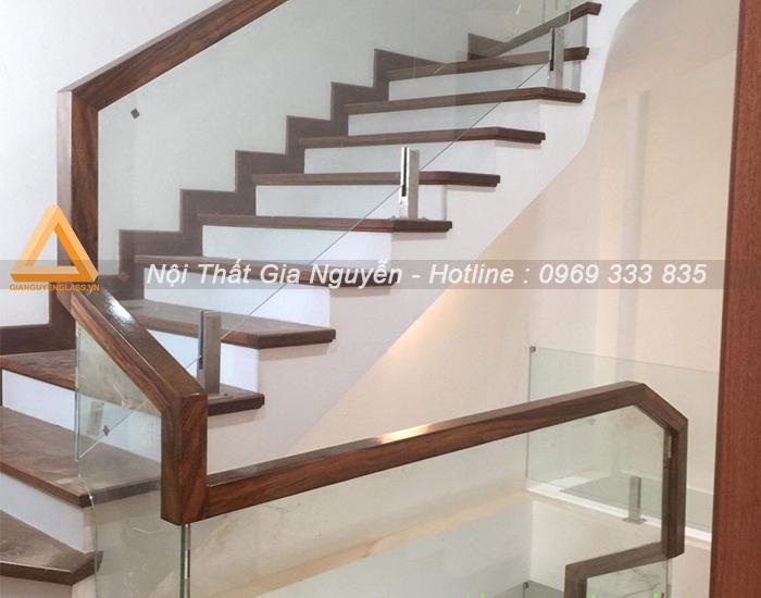 Những mẫu cầu thang kính cường lực đẹp cao cấp tại Ninh Bình