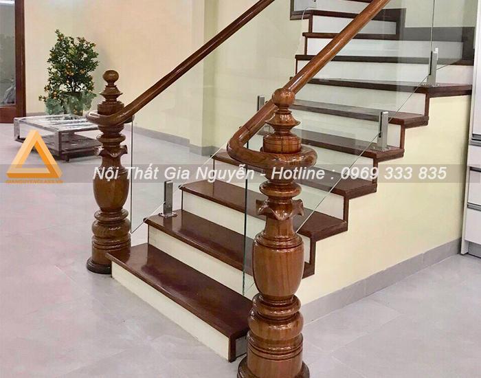 Cầu thang kính bao tiền 1m