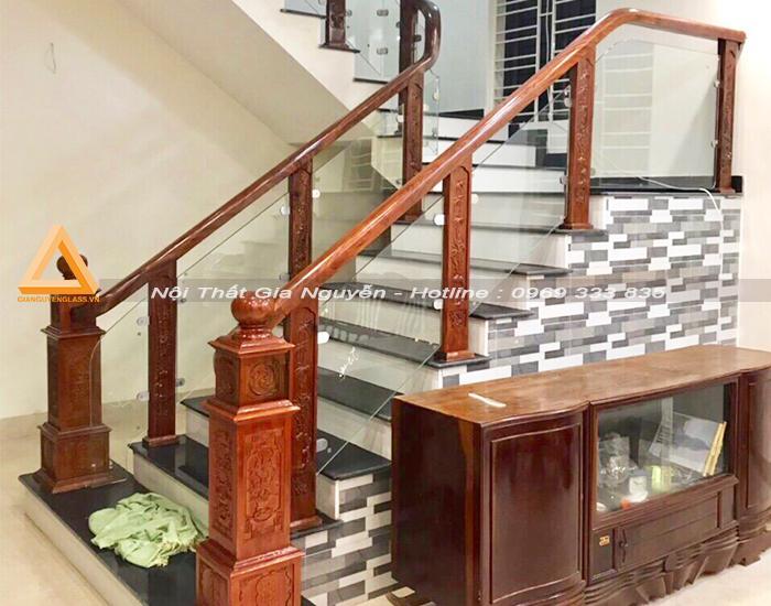 Cầu thang kính cường lực đẹp tại Ninh Bình