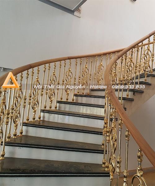 Cầu thang nhôm đúc mạ vàng